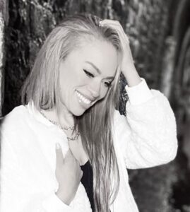 Sophia May#1 BILLBOARD Singer